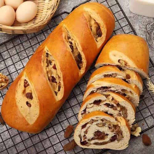 俄罗斯全麦大列巴秘制核桃葡萄干特产面包早餐代餐