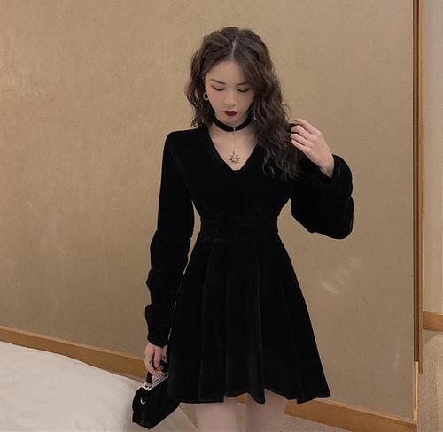 黑色礼服裙女秋冬复古丝绒连衣裙长袖气质v领收腰显瘦
