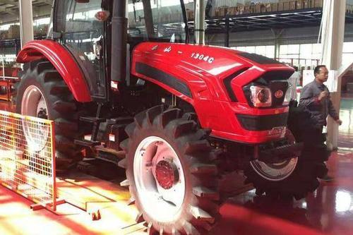 0/台 轮式拖拉机 中国泰山拖拉机,四驱四缸东方红动力