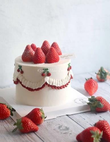 复古可爱草莓蛋糕