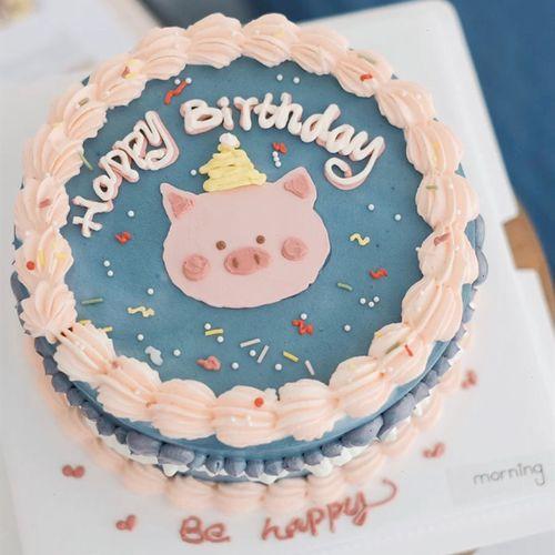 网红同款复古吉祥猪生日蛋糕摆件软陶小猪一家四口滑板鞋猪舞裙猪