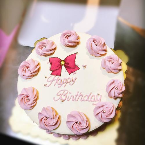 简约玫瑰花奶油水果蛋糕(图片为6寸效果)图片蝴蝶结是