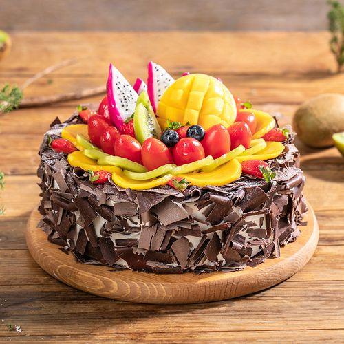 森林果乐蛋糕,黑樱桃酱夹心,铺满各种水果,大自然的珍宝,等着你来收获