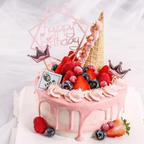 浆果奶油水果生日蛋糕