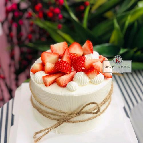 4英寸草莓淡奶油(百分百淡奶油制作,双层新鲜水果夹心+双层乳酪蛋糕坯